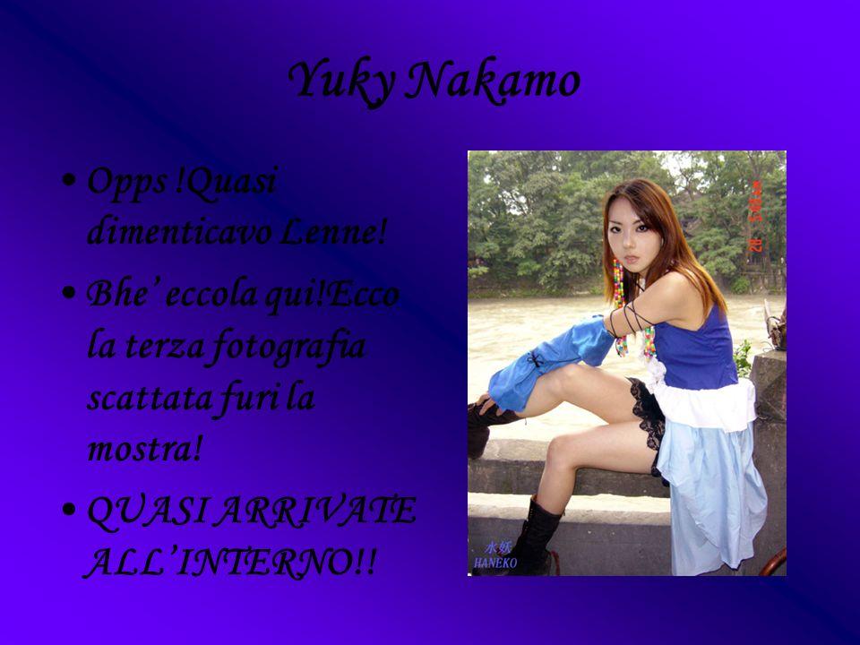 Yuky Nakamo Opps !Quasi dimenticavo Lenne! Bhe eccola qui!Ecco la terza fotografia scattata furi la mostra! QUASI ARRIVATE ALLINTERNO!!