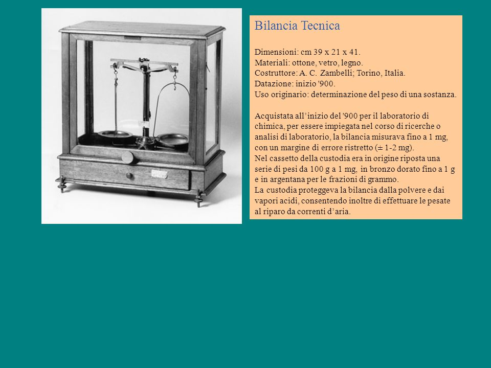 Bilancia Tecnica Dimensioni: cm 39 x 21 x 41. Materiali: ottone, vetro, legno. Costruttore: A. C. Zambelli; Torino, Italia. Datazione: inizio '900. Us