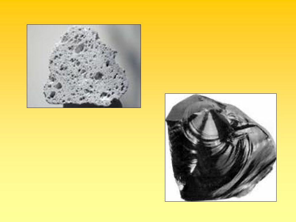 Feldspatoidi Importante: rispetto ai feldspati risultano più poveri in SiO 2 NefelinaNaAlSiO 4 LeuciteKAlSi 2 O 6 Incompatibilità paragenetica con il quarzo (PARAGENESI: associazione di minerali formati durante lo stesso equilibrio termodinamico)