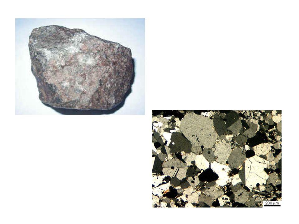 strutture anisotrope, sono strutture caratterizzate dallesistenza di direzioni singolari secondo le quali i caratteri strutturali sono differenti rispetto ad altre direzioni; ciò è legato principalmente alla crescita dei minerali metamorfici secondo direzioni preferenziali.