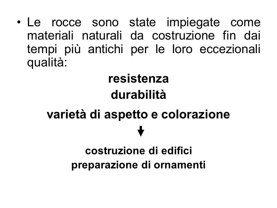 Definiamo roccia un corpo costituito da un aggregato di minerali (tra i minerali sono compresi anche i mineraloidi – sostanze naturali prive della struttura tipica dei minerali – e sostanze organiche, come ad esempio il carbone)