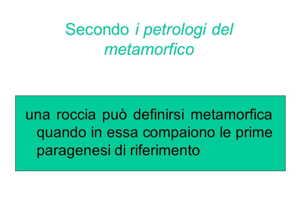 Secondo i petrologi del metamorfico una roccia può definirsi metamorfica quando in essa compaiono le prime paragenesi di riferimento