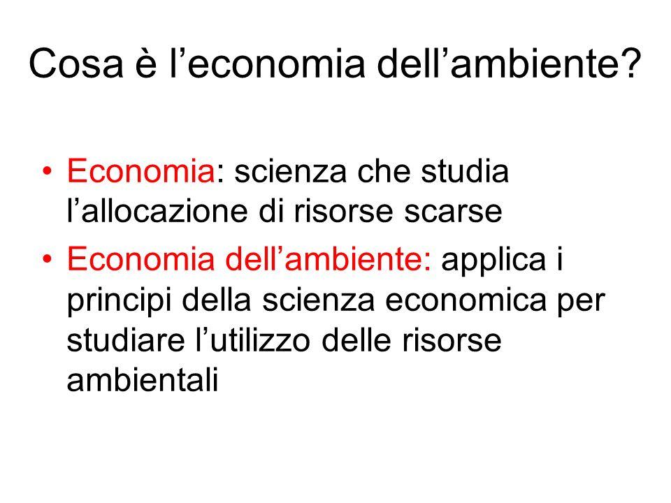 Cosa è leconomia dellambiente? Economia: scienza che studia lallocazione di risorse scarse Economia dellambiente: applica i principi della scienza eco
