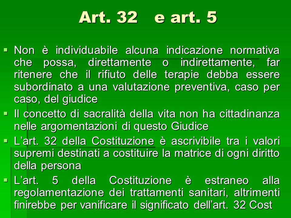Art. 32 e art. 5 Non è individuabile alcuna indicazione normativa che possa, direttamente o indirettamente, far ritenere che il rifiuto delle terapie