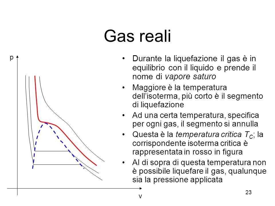 Gas reali Durante la liquefazione il gas è in equilibrio con il liquido e prende il nome di vapore saturo Maggiore è la temperatura dellisoterma, più