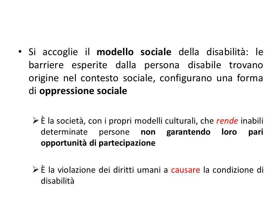 Si accoglie il modello sociale della disabilità: le barriere esperite dalla persona disabile trovano origine nel contesto sociale, configurano una for