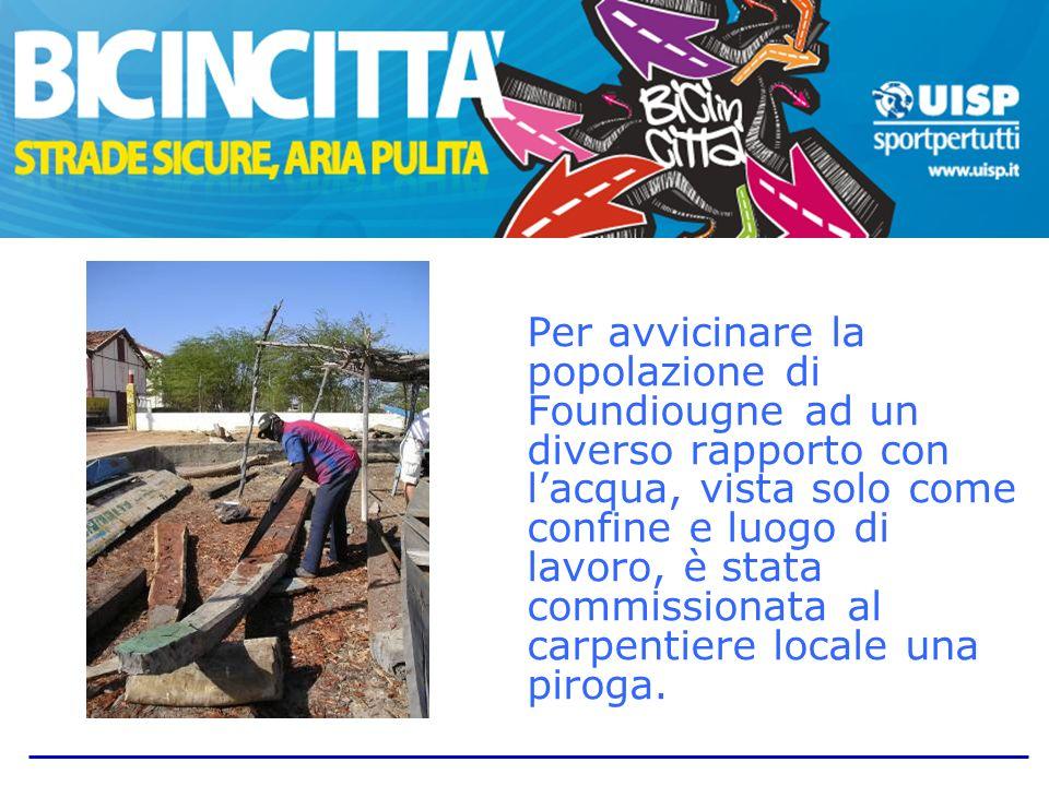 La piroga, che sarà inaugurata il 3 febbraio 2011 al passaggio del Tour, rimarrà a disposizione della comunità per attività ludiche e formative.