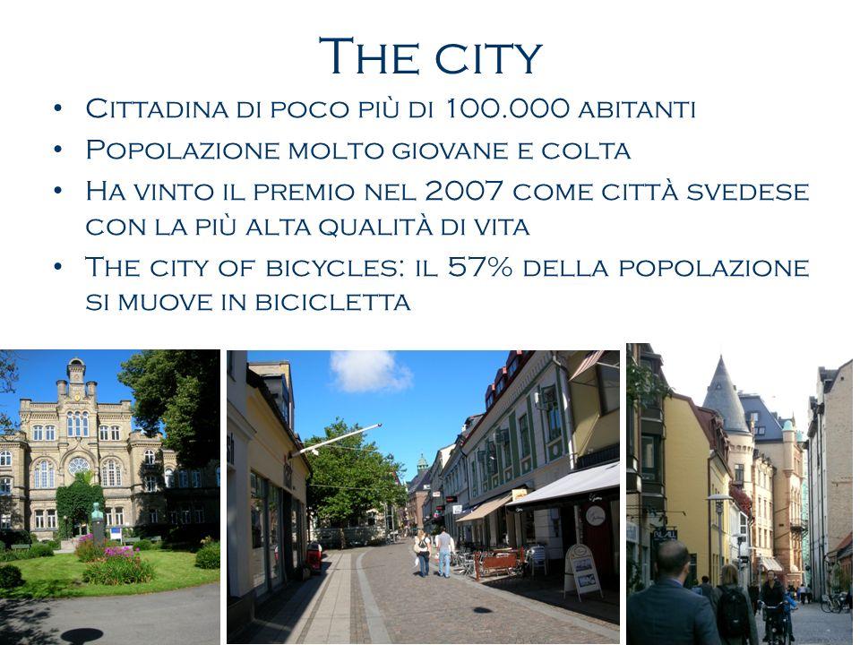 The city Cittadina di poco più di 100.000 abitanti Popolazione molto giovane e colta Ha vinto il premio nel 2007 come città svedese con la più alta qualità di vita The city of bicycles: il 57% della popolazione si muove in bicicletta