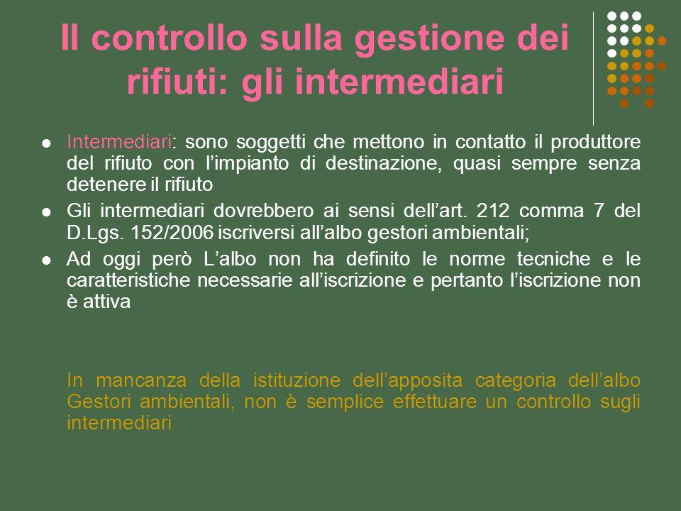 Il controllo sulla gestione dei rifiuti: gli intermediari Intermediari: sono soggetti che mettono in contatto il produttore del rifiuto con limpianto