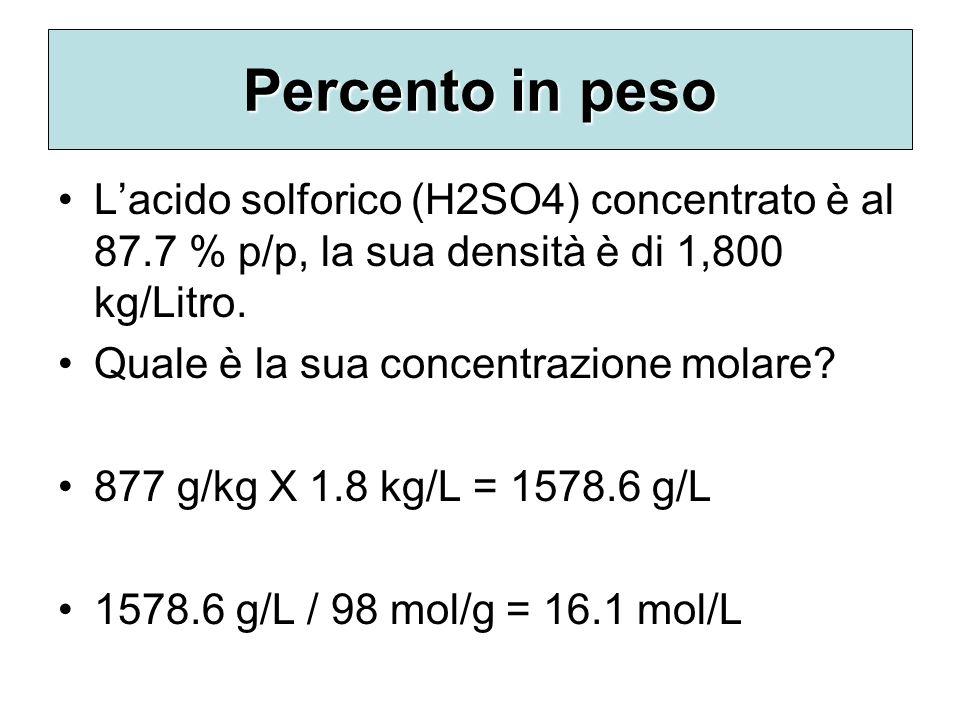 Percento in peso Lacido solforico (H2SO4) concentrato è al 87.7 % p/p, la sua densità è di 1,800 kg/Litro. Quale è la sua concentrazione molare? 877 g