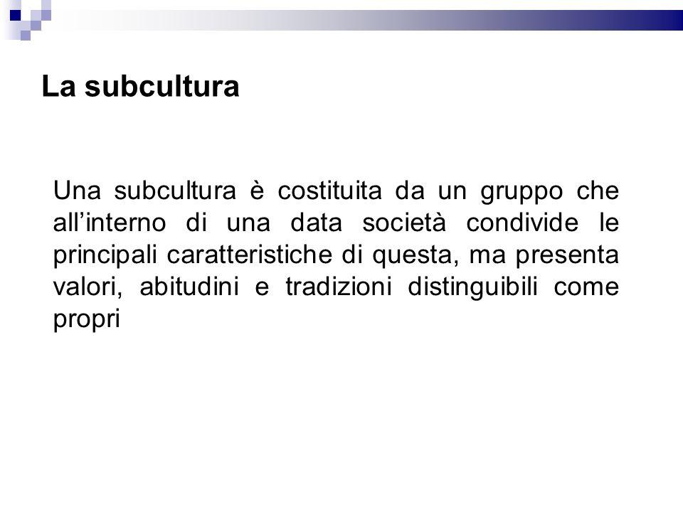 La subcultura Una subcultura è costituita da un gruppo che allinterno di una data società condivide le principali caratteristiche di questa, ma presen