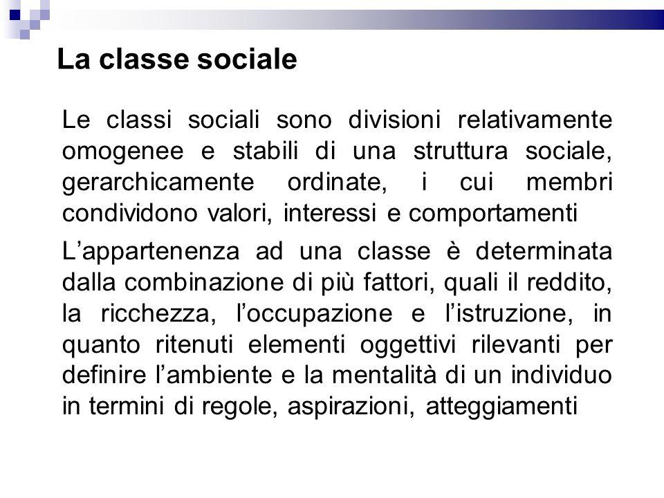 La classe sociale Le classi sociali sono divisioni relativamente omogenee e stabili di una struttura sociale, gerarchicamente ordinate, i cui membri c