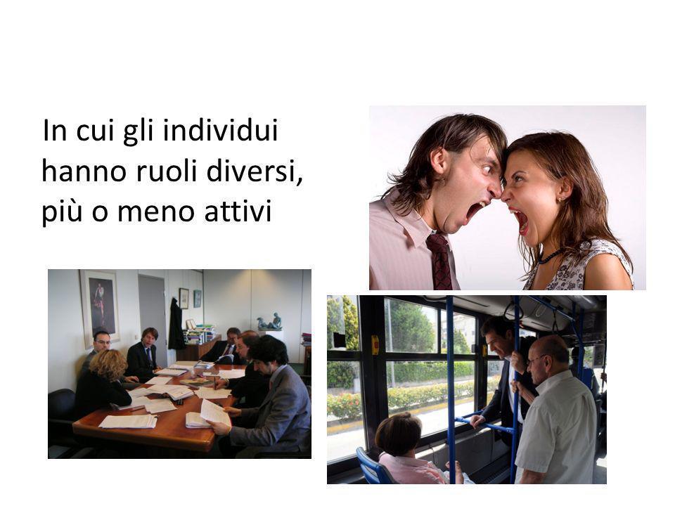 In cui gli individui hanno ruoli diversi, più o meno attivi