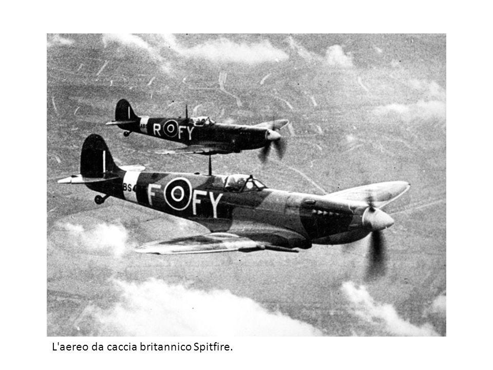 L aereo da caccia britannico Spitfire.