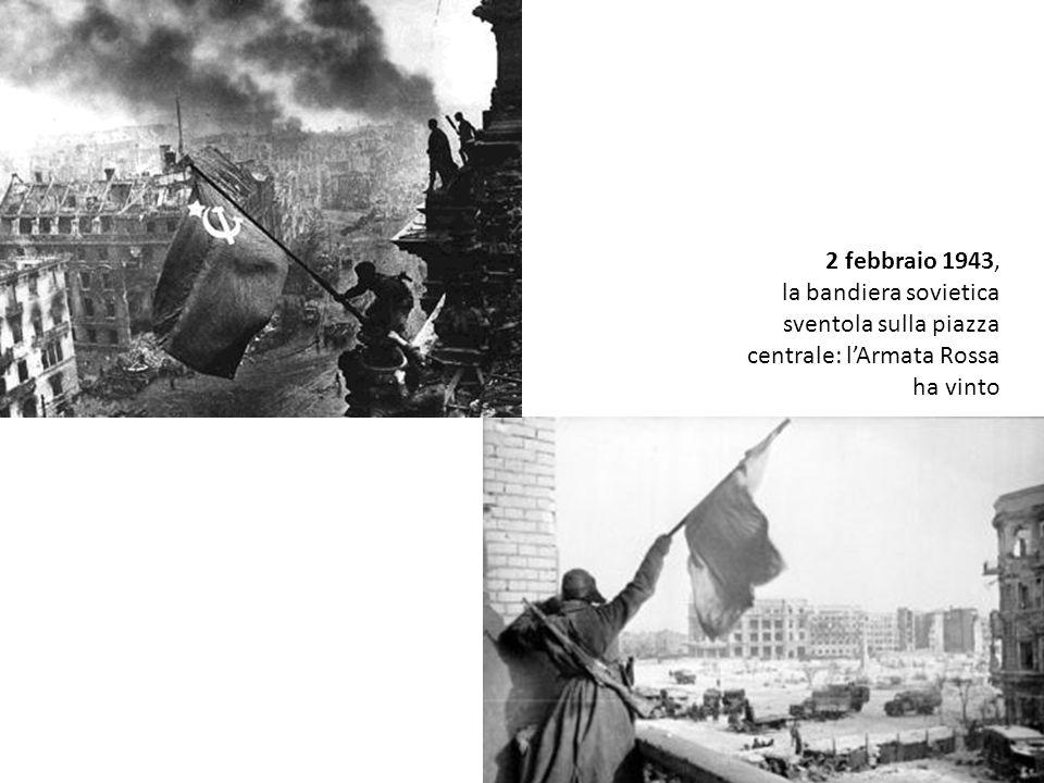 2 febbraio 1943, la bandiera sovietica sventola sulla piazza centrale: lArmata Rossa ha vinto