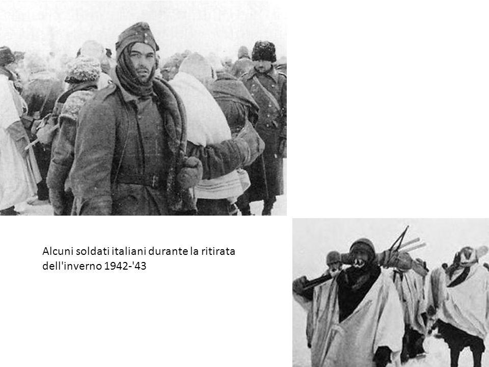 Alcuni soldati italiani durante la ritirata dell'inverno 1942-'43
