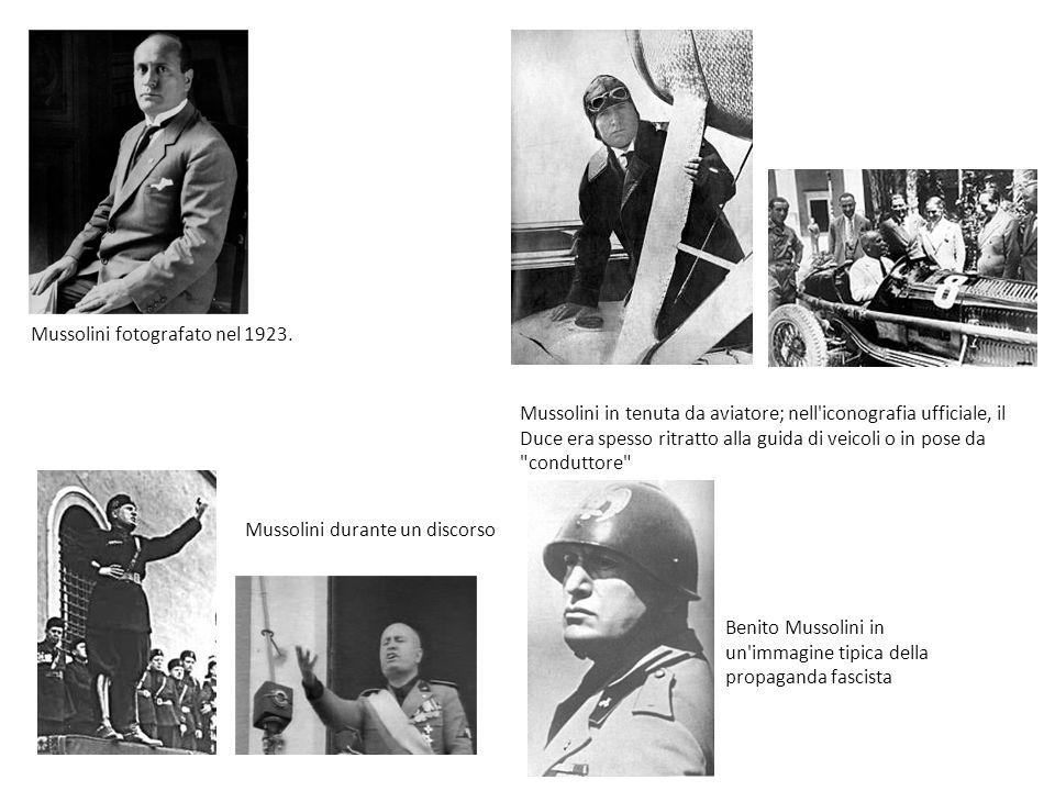 Mussolini fotografato nel 1923. Mussolini in tenuta da aviatore; nell'iconografia ufficiale, il Duce era spesso ritratto alla guida di veicoli o in po