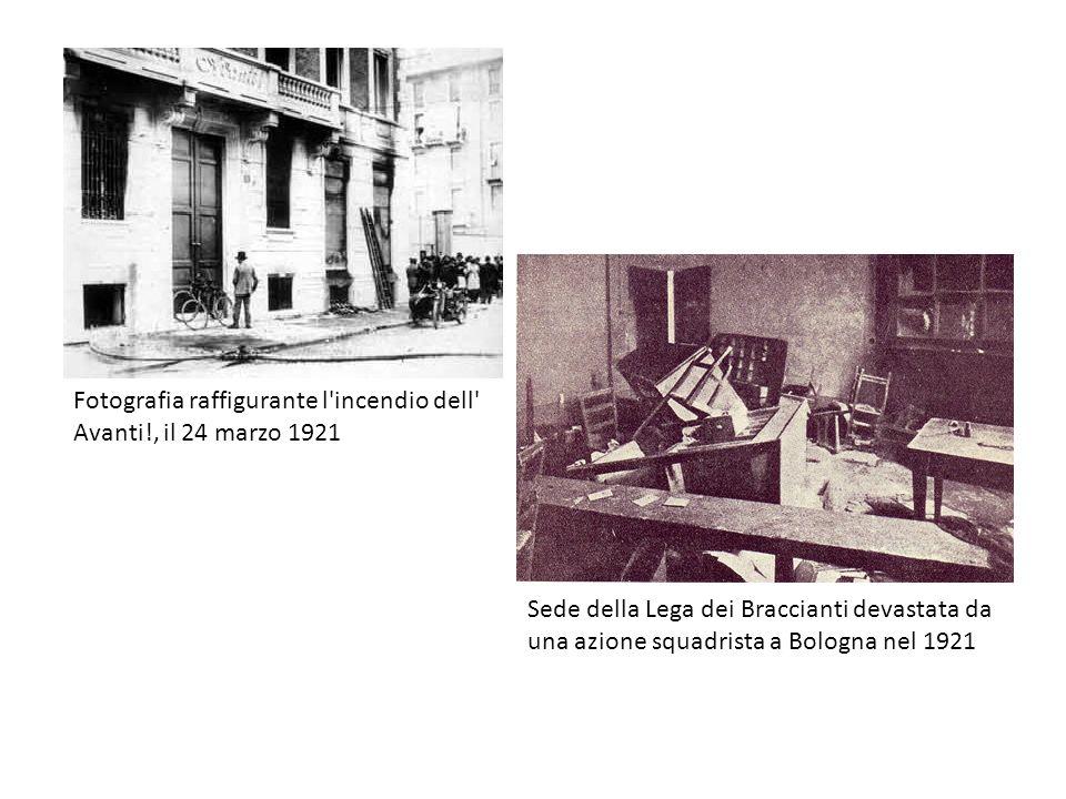 Fotografia raffigurante l'incendio dell' Avanti!, il 24 marzo 1921 Sede della Lega dei Braccianti devastata da una azione squadrista a Bologna nel 192