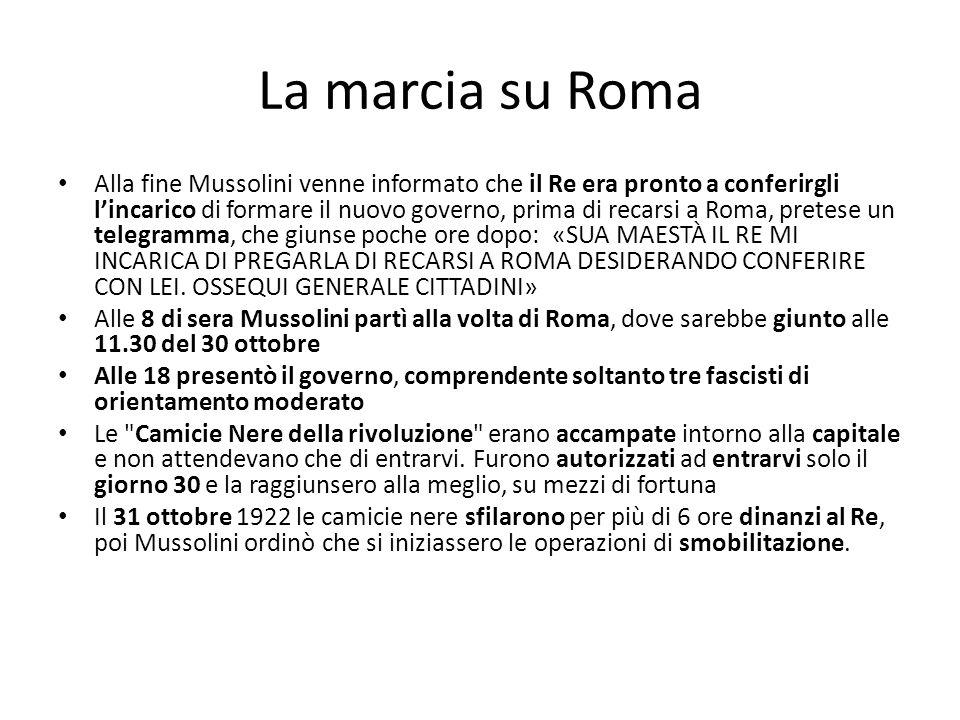 La marcia su Roma Alla fine Mussolini venne informato che il Re era pronto a conferirgli lincarico di formare il nuovo governo, prima di recarsi a Rom