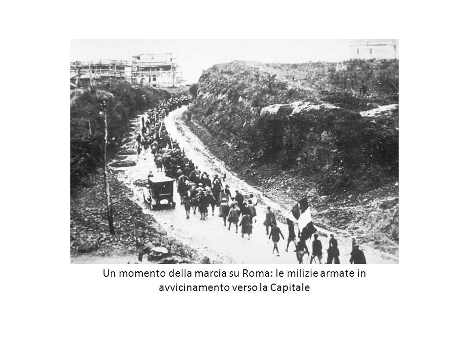 Un momento della marcia su Roma: le milizie armate in avvicinamento verso la Capitale