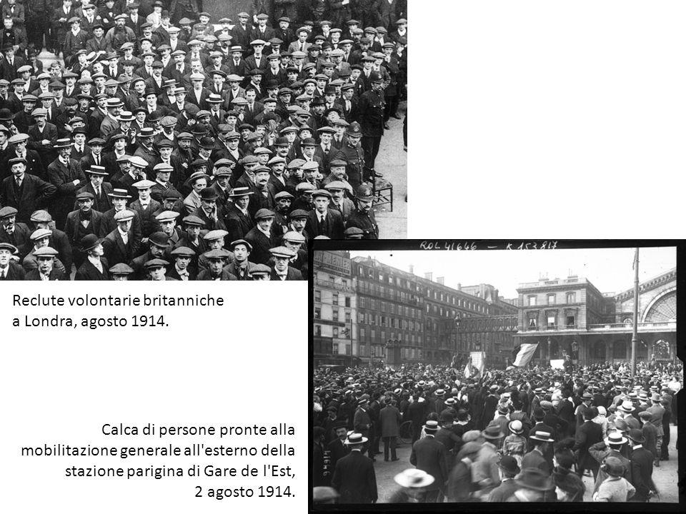 Reclute volontarie britanniche a Londra, agosto 1914. Calca di persone pronte alla mobilitazione generale all'esterno della stazione parigina di Gare