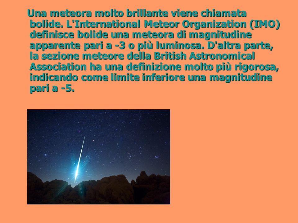 Una meteora molto brillante viene chiamata bolide.