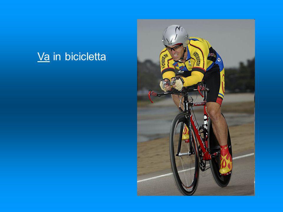Va in bicicletta