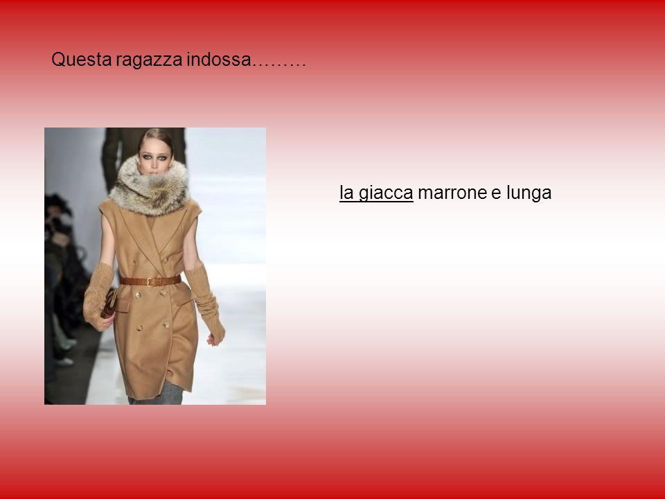 Questa ragazza indossa……… la giacca marrone e lunga