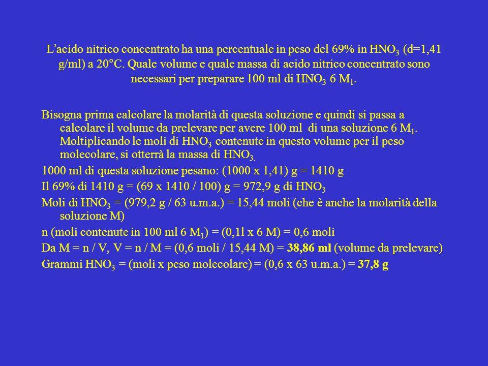 L acido nitrico concentrato ha una percentuale in peso del 69% in HNO 3 (d=1,41 g/ml) a 20°C. Quale volume e quale massa di acido nitrico concentrato