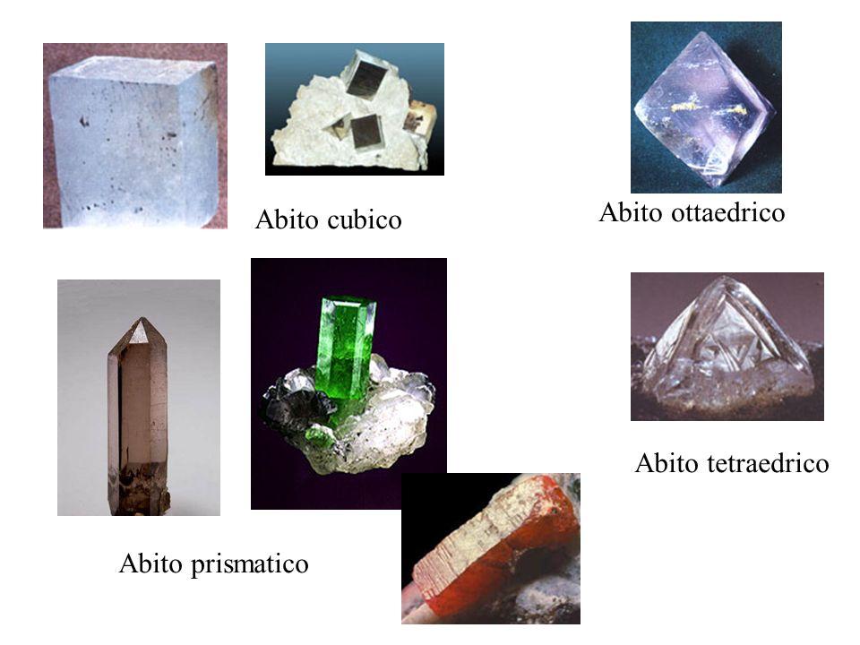 3 Lucentezza e colore Lucentezza: La lucentezza é una proprietà che indica la capacità di un minerale di riflettere la luce.