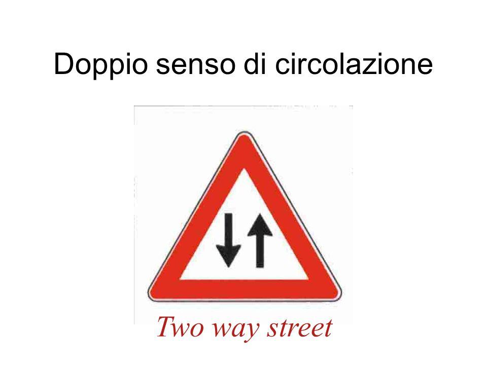Doppio senso di circolazione Two way street