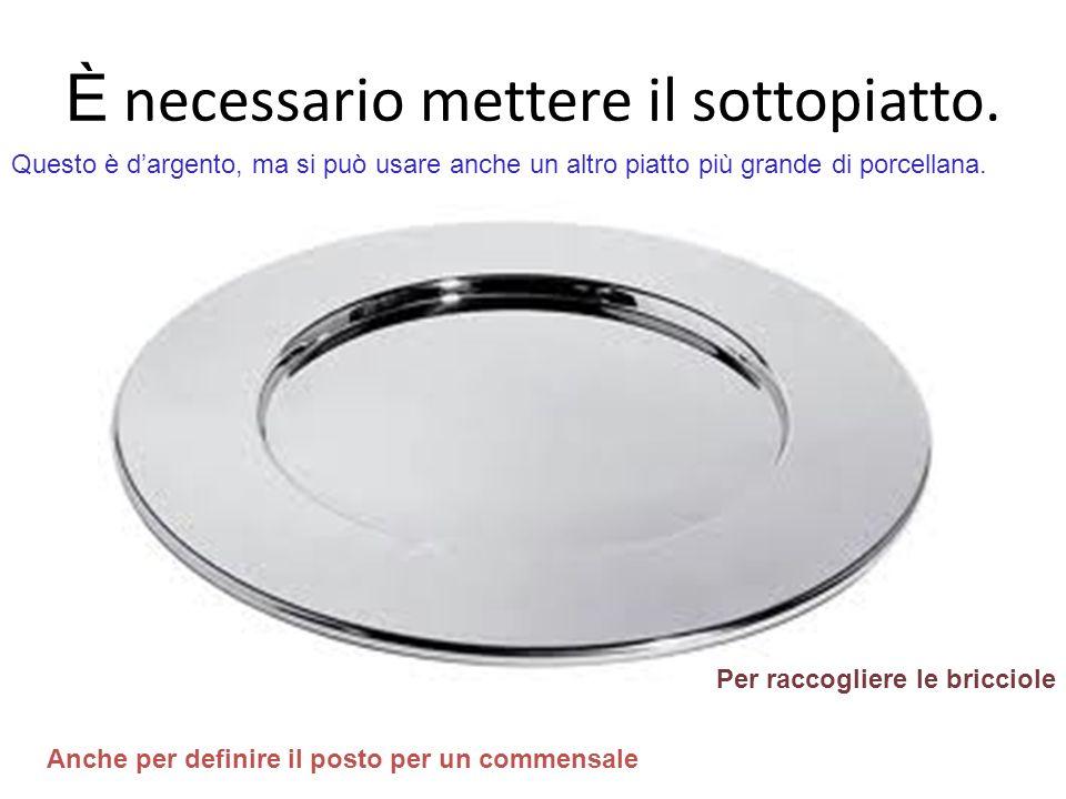 È necessario mettere il sottopiatto. Per raccogliere le bricciole Questo è dargento, ma si può usare anche un altro piatto più grande di porcellana. A