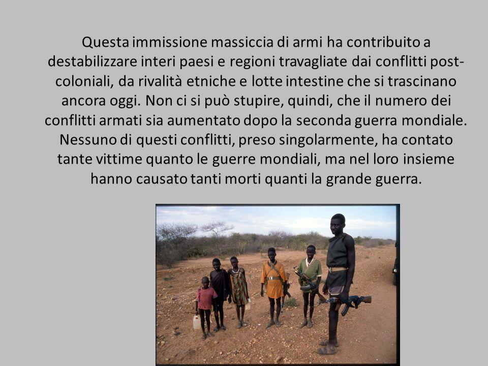 Questa immissione massiccia di armi ha contribuito a destabilizzare interi paesi e regioni travagliate dai conflitti post- coloniali, da rivalità etni