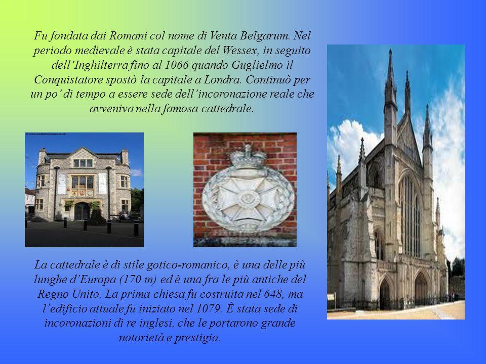Fu fondata dai Romani col nome di Venta Belgarum. Nel periodo medievale è stata capitale del Wessex, in seguito dellInghilterra fino al 1066 quando Gu
