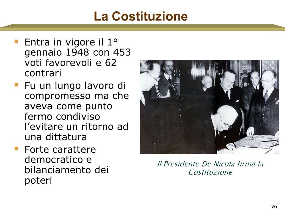 26 La Costituzione Entra in vigore il 1° gennaio 1948 con 453 voti favorevoli e 62 contrari Fu un lungo lavoro di compromesso ma che aveva come punto