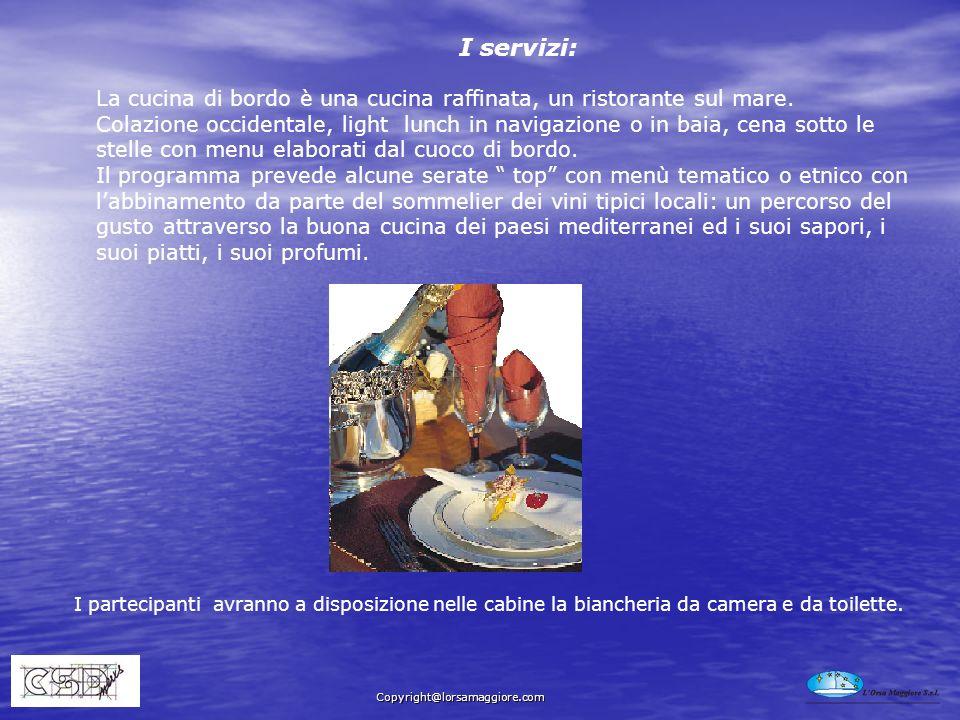 La cucina di bordo è una cucina raffinata, un ristorante sul mare. Colazione occidentale, light lunch in navigazione o in baia, cena sotto le stelle c