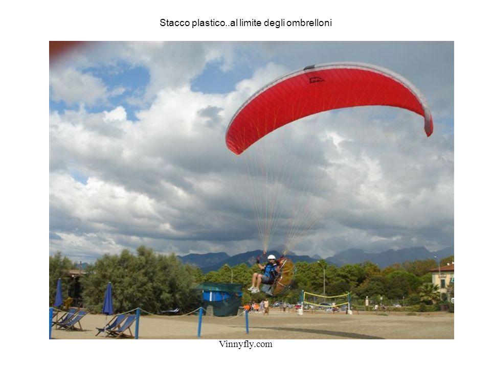 Vinnyfly.com Stacco plastico..al limite degli ombrelloni