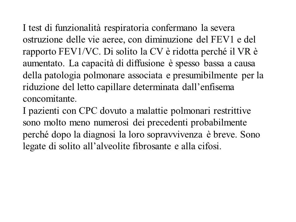 I test di funzionalità respiratoria confermano la severa ostruzione delle vie aeree, con diminuzione del FEV1 e del rapporto FEV1/VC. Di solito la CV