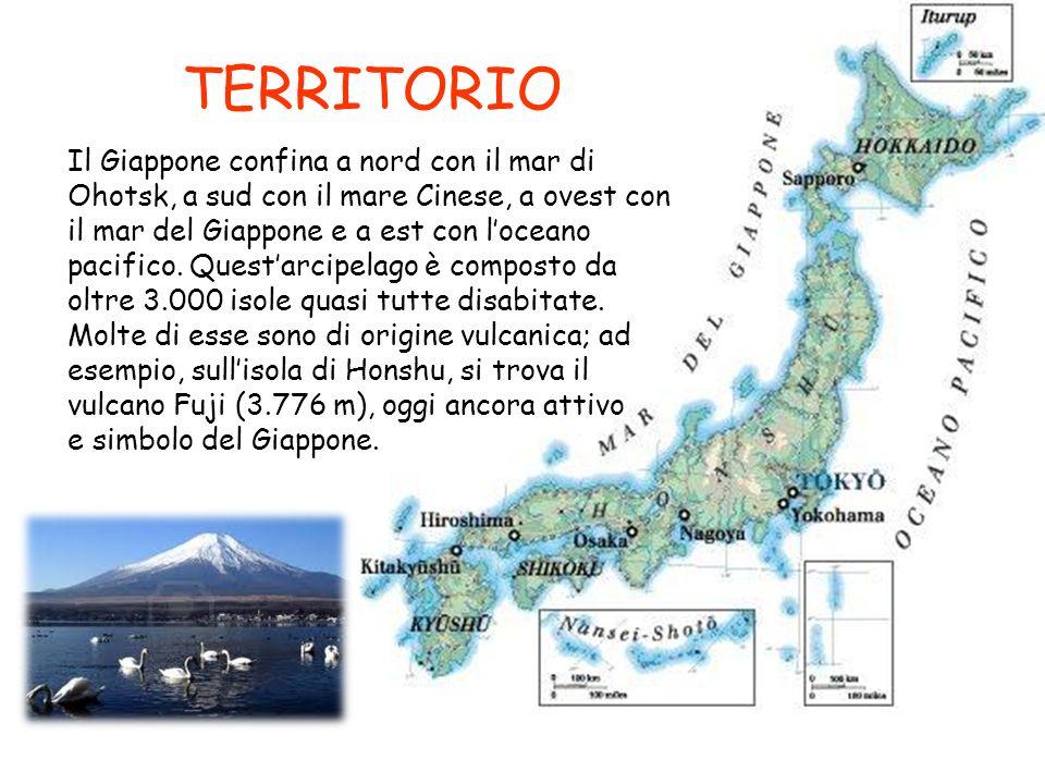 TERRITORIO Il Giappone confina a nord con il mar di Ohotsk, a sud con il mare Cinese, a ovest con il mar del Giappone e a est con loceano pacifico. Qu
