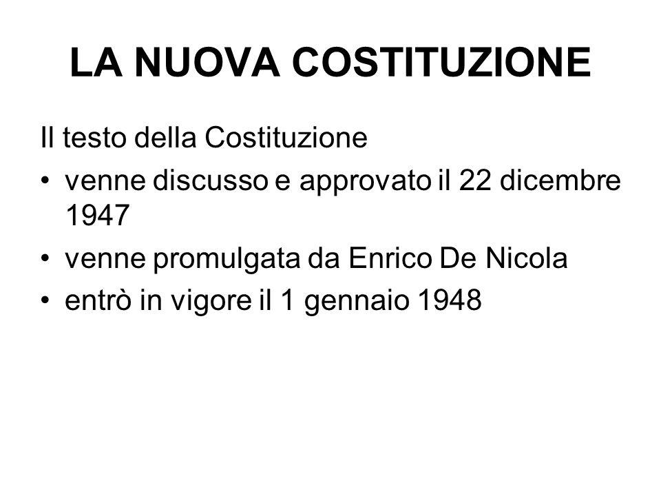 LA NUOVA COSTITUZIONE Il testo della Costituzione venne discusso e approvato il 22 dicembre 1947 venne promulgata da Enrico De Nicola entrò in vigore