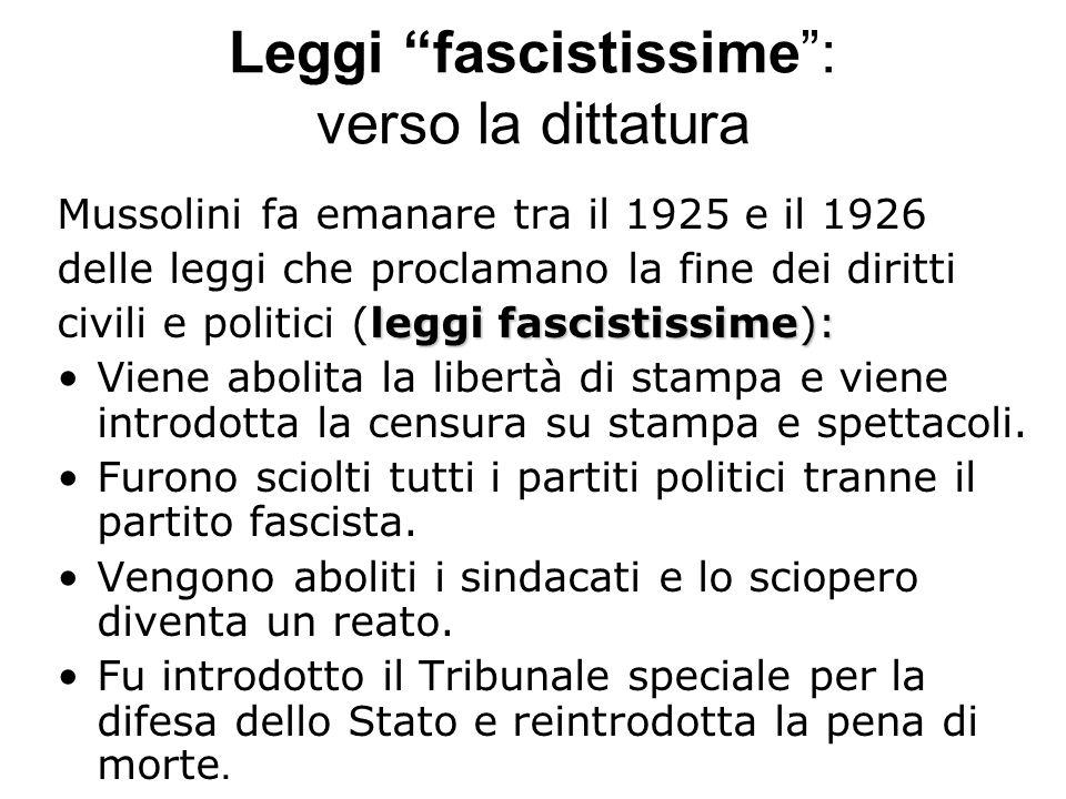 Leggi fascistissime: verso la dittatura Mussolini fa emanare tra il 1925 e il 1926 delle leggi che proclamano la fine dei diritti leggi fascistissime)