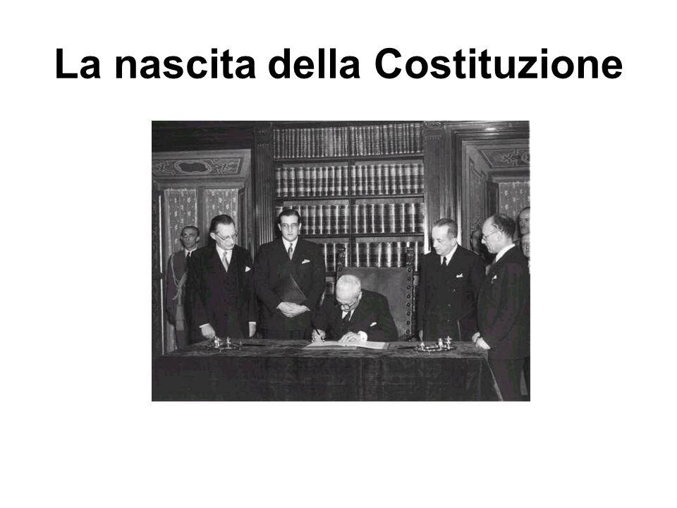 LA NUOVA COSTITUZIONE LAssemblea Costituente discute e approva la Costituzione articolo per articolo.