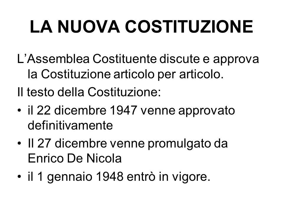 LA NUOVA COSTITUZIONE LAssemblea Costituente discute e approva la Costituzione articolo per articolo. Il testo della Costituzione: il 22 dicembre 1947
