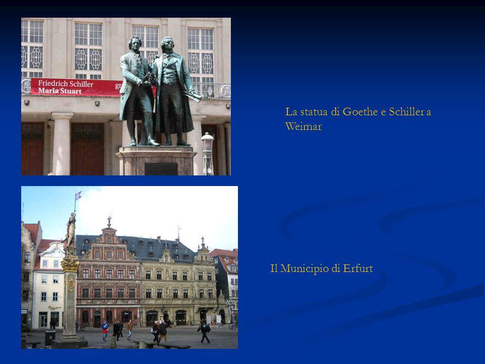 La statua di Goethe e Schiller a Weimar Il Municipio di Erfurt