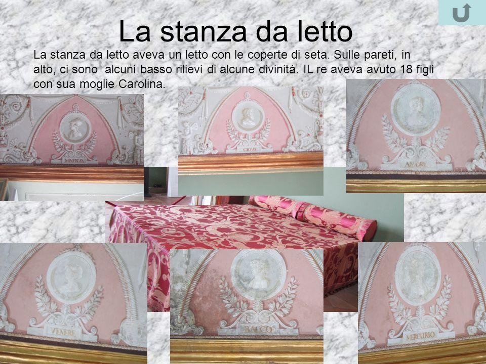 La stanza da letto La stanza da letto aveva un letto con le coperte di seta. Sulle pareti, in alto, ci sono alcuni basso rilievi di alcune divinità. I