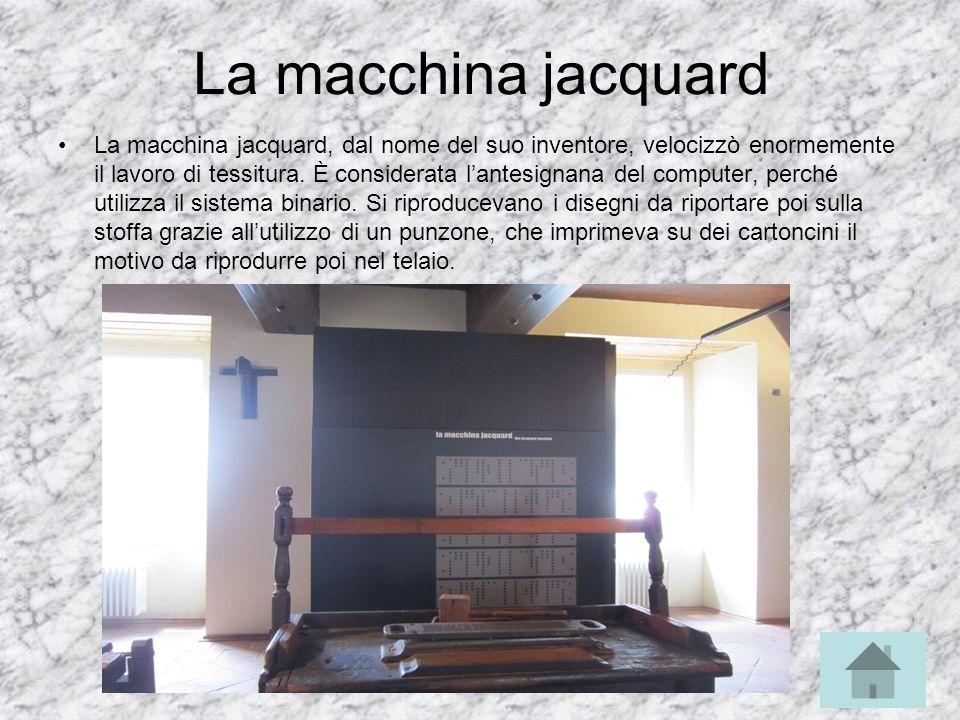 La macchina jacquard La macchina jacquard, dal nome del suo inventore, velocizzò enormemente il lavoro di tessitura. È considerata lantesignana del co