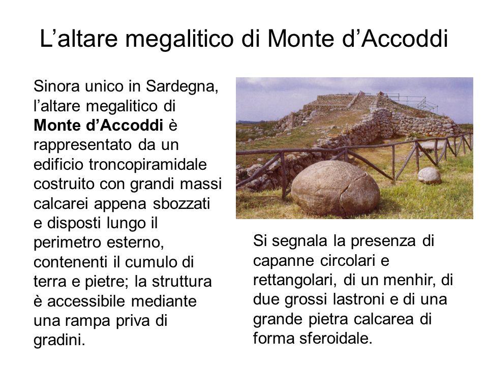 Laltare megalitico di Monte dAccoddi Sinora unico in Sardegna, laltare megalitico di Monte dAccoddi è rappresentato da un edificio troncopiramidale co