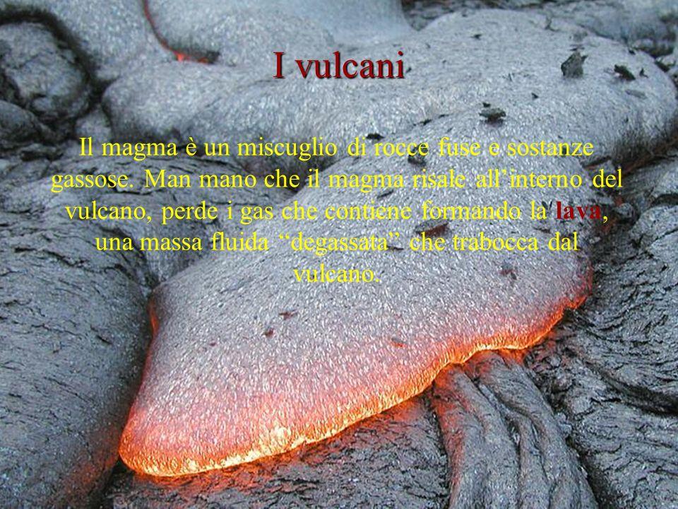 Il magma è un miscuglio di rocce fuse e sostanze gassose.