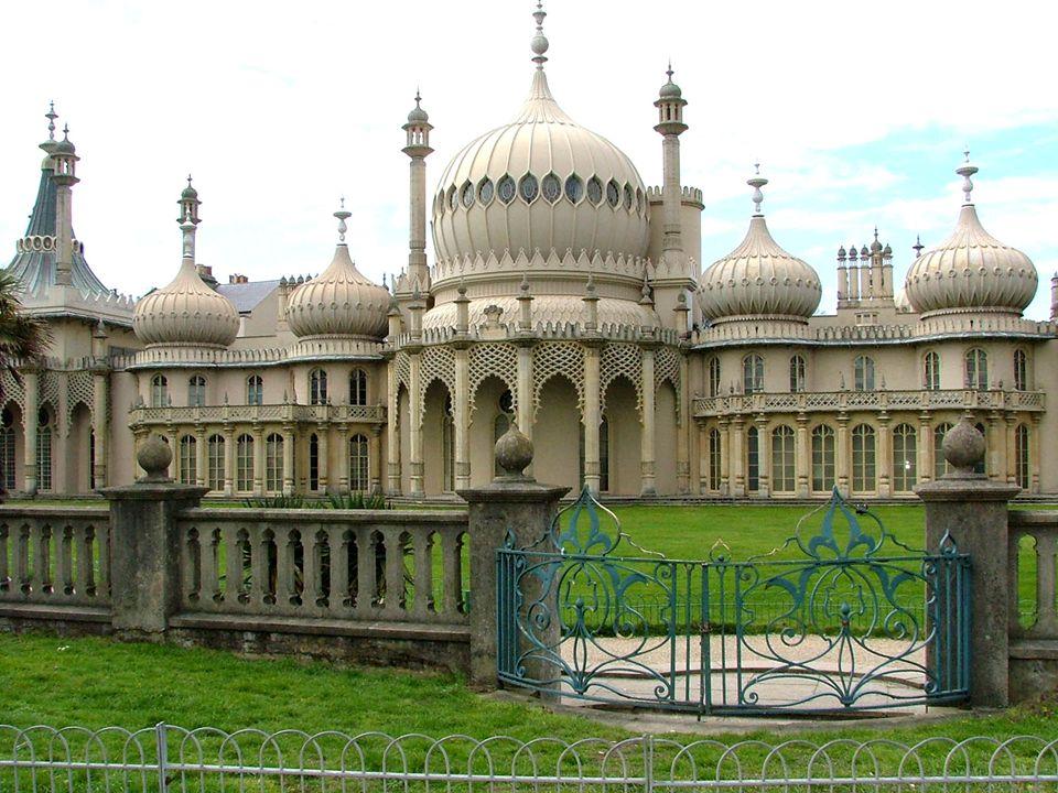 PALACE PIER OR BRIGHTON PIER Il Brighton Pier è un ultimo dei moli creati in Inghilterra disegnato da George Moore come un luogo di divertimento,ci sono voluti 10 anni per finire la costruzione.
