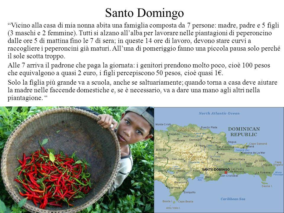 Santo Domingo Vicino alla casa di mia nonna abita una famiglia composta da 7 persone: madre, padre e 5 figli (3 maschi e 2 femmine). Tutti si alzano a